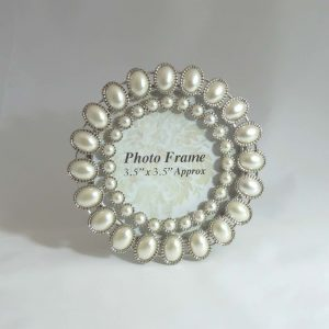 Small Round Pearl Frame